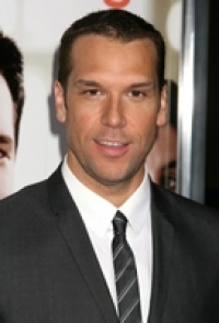 Stand up Comedy: Dane Cook challenged to fight by American Idol's Ian Benardo!