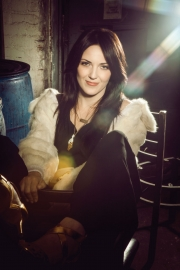 Stand up comedy Video Jen Kirkman's stand-up on Conan about modern divorcee and hair extensions